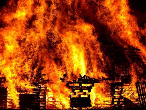 Mơ thấy cháy nhà đánh con gì?